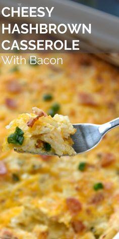 Cheesy Hash Brown Casserole - This recipe uses frozen hash browns, cheese, bacon, onion and ranch seasoning to make a tasty side - Easy Ham Recipes, Easy Easter Recipes, Easter Dinner Recipes, Brunch Recipes, Breakfast Recipes, Cooking Recipes, Easter Brunch, Cheesy Hashbrown Casserole, Cheesy Hashbrowns