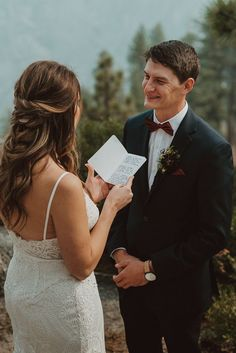 There's something about reading handwritten vows with a view like this! | Image by Wesley Harden Mountain Weddings, Boho Diy, Elopement Inspiration, Vows, Wedding Blog, Reading, Image, Reading Books