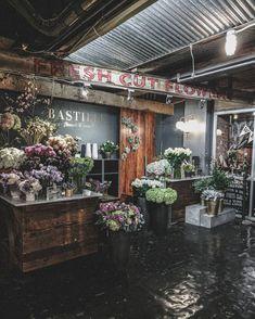 Precious Tips for Outdoor Gardens - Modern Flower Shop Names, Flower Shop Decor, Flower Shop Design, Flower Shops, French Flowers, Vintage Flowers, Flower Shop Interiors, Flower Bar, Flower Boutique