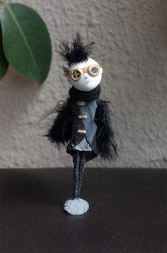https://www.etsy.com/es/listing/227527113/ooak-figura-de-pasta-de-papel-el-chico