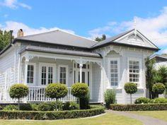 Best Villa, Best Family Home Cottage Exterior, House Paint Exterior, Exterior House Colors, Exterior Design, Beach Cottage Style, Beach Cottage Decor, Villas, Weatherboard House, Queenslander