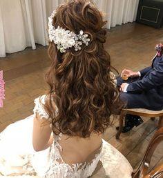 Wedding Hairstyles With Crown, Flower Girl Hairstyles, Bride Hairstyles, Headpiece Jewelry, Hair Setting, How To Make Hair, Wedding Makeup, Bridal Hair, Curly Hair Styles