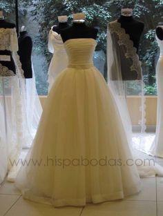 Google Image Result for http://photos.weddingbycolor-nocookie.com/p000024014-m146979-p-photo-378648/vestidito.jpg