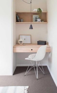Home office decor is a very important thing that you have to make percfectly in your house. You need to make your home office decor ideas become a very awe Home Office Design, Home Office Decor, Office Style, House Design, Home Office Bedroom, Casual Office, Office Designs, Small Office Desk, Small Desks
