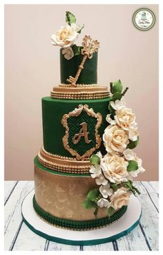 Think green and make emerald green cake! Stunning emerald green cake by Beautiful Wedding Cakes, Beautiful Cakes, Green Wedding Cakes, Quince Decorations, Wedding Decorations, Wedding Ideas, Gold Wedding, Dream Wedding, Emerald Green Weddings