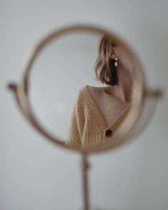 No photo description available. Mirror Photography, Self Portrait Photography, Jewelry Photography, Girl Photography, Creative Photography, Fashion Photography, Foto Website, Kreative Portraits, Photographie Portrait Inspiration