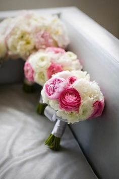 A pop of pink added to these bouquets make them #perfect #ABridesDesign
