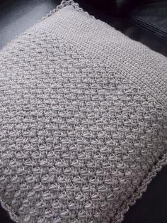 Gehaakte kussenhoes (met link naar gratis patroon) / crochet cushion (with link to free pattern)