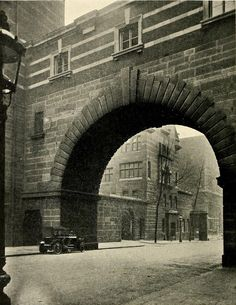 The granite arch of Scotland Yard, London. They filmed Harry Potter here! And Old Scotland Yard is near and you can see horses on the second storey windows. Very strange. London Now, Old London, Victorian London, Vintage London, London History, British History, Old Pictures, Old Photos, Old Street