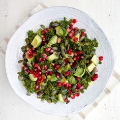Deliciously Ella – kale and pomegranate salad Raw Food Recipes, Salad Recipes, Cooking Recipes, Healthy Recipes, Kale Salad, Soup And Salad, Avocado Salad, Ripe Avocado, Food Salad