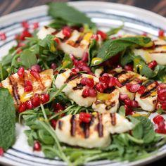 Grilled Halloumi With Pomegranate Salad – Comida Saludable Vegetarian Recipes, Cooking Recipes, Healthy Recipes, Vegetarian Dish, Halloumi Salad Recipes, Grilled Halloumi, Pomegranate Salad, Pomegranate Recipes, Menu Dieta