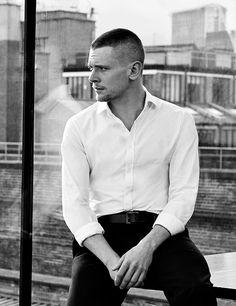 Jack o'connell, men celebrities, boys who, attractive men, celebrity crush Bald Head Man, Cook Skins, Im Useless, Beautiful Men, Beautiful People, Cinema Quotes, Jack O'connell, Skins Uk, Broken Leg