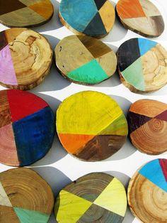 rondin de bois, rondins de bois peints en couleurs