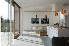 Een woning met een gevlinderde betonvloer, afgewerkt met een ...