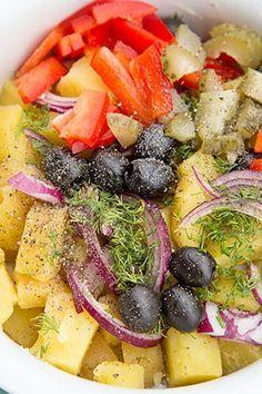 SALATA ORIENTALA DE POST | Diva in bucatarie Artisan Food, Romanian Food, Home Food, Vegan Foods, Fruit Salad, Detox, Vegetarian Recipes, Salads, Meals