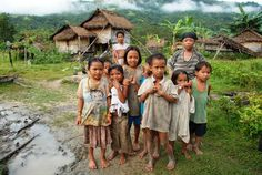 """Mangyan children - """"Mangyan Tribe: Preserving Its Culture"""" - philippines holiday People Of The World, Countries Of The World, President Of The Philippines, Islamic Society, Philippine Holidays, Philippines Culture, Davao, Baguio, Swimming Holes"""