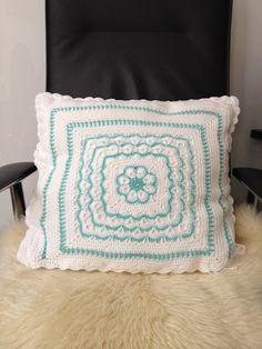 big crochet pillow_back