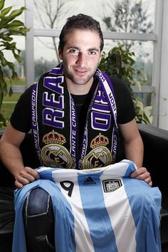 Gonzalo Higuaín at AS « following Real Madrid…ideal♥