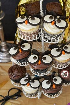 The Best Harry Potter Birthday Party Ideas Owl Cupcakes. Owl part… The Best Harry Potter Birthday Party Ideas Owl Cupcakes. Creative Harry Potter birthday party ideas for the best wizarding party. Baby Harry Potter, Baby Shower Harry Potter, Harry Potter Motto Party, Harry Potter Snacks, Harry Potter Fiesta, Gateau Harry Potter, Harry Potter Cupcakes, Harry Potter Birthday Cake, Harry Birthday