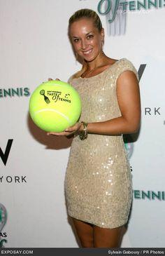 Sabine Lisicki - Taste of Tennis Sabine Lisicki, Lawn Tennis, Tennis Stars, Wimbledon, Tennis Players, Sport Girl, Fashion Shoot, Sports Women, Athlete
