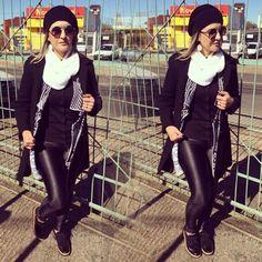 look do dia - calça couro - kimono - P&B - Black and white - sapato oxford - gorro - gola branca - casaco preto