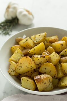 Crispy Roasted Garlic and Rosemary Potatoes