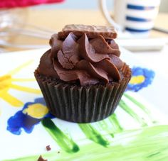 Double Chocolate Cupcakes with Creamy Chocolate Frosting Chocolate Sprinkles, Chocolate Mix, Chocolate Frosting, Chocolate Cupcakes, Cupcake Icing, Cupcake Cakes, Cupcake Toppers, Cupcake Recipes For Kids, Dessert Recipes