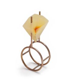 Philip Sajet Ring: Untitled, 2014 Amber, white gold 3.5 x 1.8 x 1.1 cm Photo by: Beate Klockmann