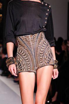 Bordado lindo, aproveite esta tendência no inverno também! http://cli.ma/15TT1f1