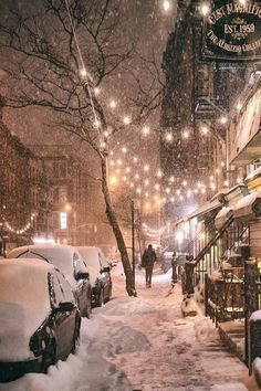 New York City in the snow. East Street in the East Village on a winter night during a snowstorm. One of the best times to experience NYC in the winter! Winter Szenen, Winter Night, Winter Time, New York Winter, Christmas In New York, Cold Night, New York Snow, Winter Season, Christmas Eve
