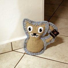 Gato, peso para porta em juta e crochê. http://www.gostodefazer.com/
