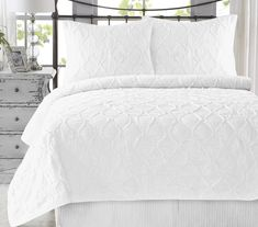 California Design Den Wavy S Ruffled Cotton Twin/Twin XL Size White Quilt Set, Handcrafted Quilted Bedspreads, Bright White King Quilt Bedding, Bedding Sets, Duvet, Queen Size Quilt Sets, California King Quilts, White Bedroom Set, Master Bedroom, Dream Bedroom, Master Suite
