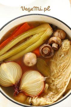 Wegański rosół bez mięsa Soup Recipes, Vegetarian Recipes, Cooking Recipes, Healthy Recipes, Good Food, Yummy Food, Tasty Dishes, Vegetable Recipes, I Foods