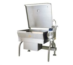 Cleveland Tilting SkilletBraising Pan, PowerPan™ Tilting Skillet, Gas, 30-gallon cap., bead blasted cooking surface, 10º tilt cooking feature, w/easy manual hand tilt, spring-assisted cover w/vent, gallon & liter markings, food strainer, s/s construction w/open leg frame