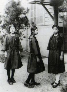 Female students in sailor suit uniforms from Taisho-era, Japan, Japanese History, Asian History, Japanese Culture, British History, Taisho Period, Taisho Era, Vintage Japanese, Japanese Girl, Old Photos