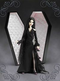 Eternally Yours, Evangeline - Spring 2012 - by Wilde Imagination. A great resin I will never have, she comes with a coffin. She is super elegant sexy goth.