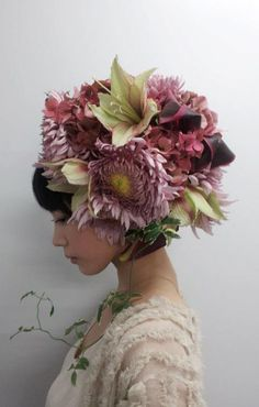 Takaya Hanayushi's floral creations via sho & tell: Flowers In Her Hair. Flower Headdress, Floral Headpiece, Foto Portrait, Arte Floral, Japanese Artists, Belle Photo, Hairdresser, Her Hair, Floral Arrangements