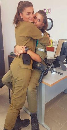25 images of the hottest Israeli Defense Forces women who look just a good in fatigues as they do in bikinis! Idf Women, Military Women, Stunningly Beautiful, Beautiful Women, Mädchen In Uniform, Israeli Girls, Brave Women, Military Girl, Female Soldier