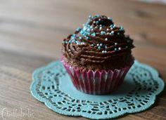 Μια συνταγή για νόστιμα και ελαφριά cupcakes όλο σοκολάτα. Ιδανικά για τον μπουφέ του πάρτυ και όχι μόνο, μια μικρή λιχουδιά που ενθουσιάζει τους πάντες!