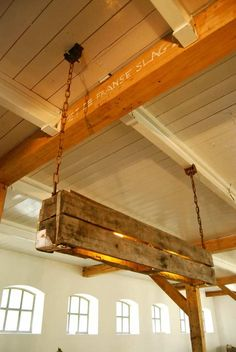We love the industrial style of this pendant lamp made from repurposed pallets.