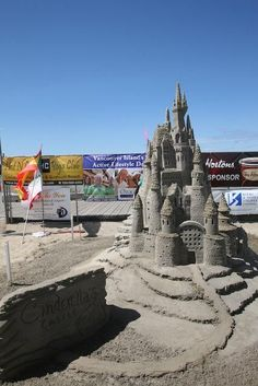 Easy Sand Castles If You Live Anywhere With Sand Build A Sand - This towering sand sculpture just broke the world record for the tallest ever sandcastle