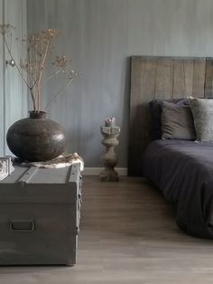 Love this bedroom at Lovely Fresco lime paint in the color Earth Stone on the walls. Well done Eveline. Cozy Bedroom, Master Bedroom, Bedroom Decor, Cama Design, Black White Bedrooms, Decoration Inspiration, Classic House, My New Room, Home And Living