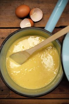 Custard - tried this in the thermomix and it's really lovely! Find replacement for cornflour. Healthy Chef, Healthy Treats, Healthy Desserts, Dessert Recipes, Fancy Desserts, Healthy Recipes, Dairy Free Custard, Sugar Free Egg Custard, Custard Recipes