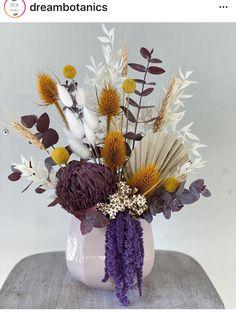 Dried Flower Arrangements, Flower Vases, Dry Flowers, Silk Flowers, Haft Seen, Dried Flower Bouquet, How To Preserve Flowers, Plant Decor, Yarn Crafts
