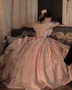 Emma Watson as Meg March in 'Little Women' dir. by Greta Gerwig) 3 People Costumes, Costumes For Women, Vestidos Color Rosa, Yule Ball, Princess Aesthetic, Looks Style, Costume Design, Pretty Dresses, Pink Dresses
