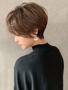Asian Short Hair, Short Sassy Hair, Short Grey Hair, Short Hairstyles For Thick Hair, Short Bob Haircuts, Short Hair Cuts For Women, Cool Hairstyles, Cheveux Courts Funky, Hair Cutting Techniques