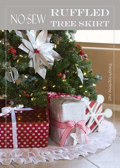 Beautiful NO-sew ruffled tree skirt from iheartnaptime.net ...click for tutorial. #Christmas