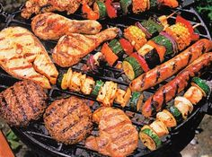 Parrillada: carne, pollo, chorizos, morcilla, vegetales.