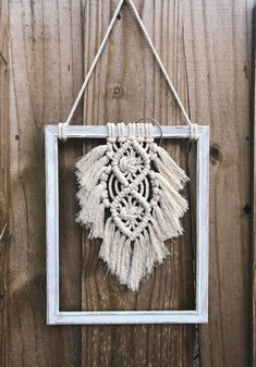 Macrame Wall Hanging Diy, Macrame Art, Macrame Wall Hangings, Weaving Projects, Macrame Projects, Macrame Design, Frame Crafts, Boho Diy, Macrame Patterns