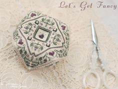 Let's Get Fancy Designer / The Sweetheart Tree (Sandra Cox Vanosdall...) Stitch Count / 54W * 54H Fabric / 32ct Belfast Linen Zweigart - Cream Thread / DMC, DMC (Pearl Cotton #12)